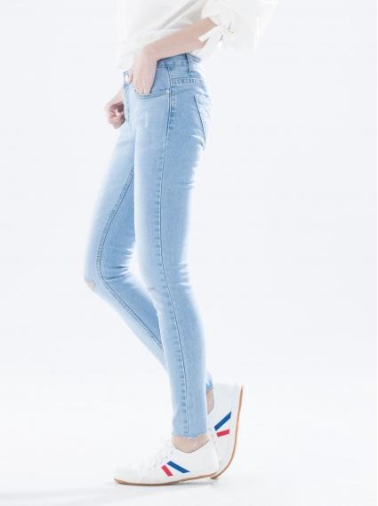 縮脂細腿窄管牛仔褲-淺藍