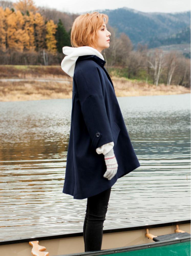 落肩傘型毛呢大衣-深藍