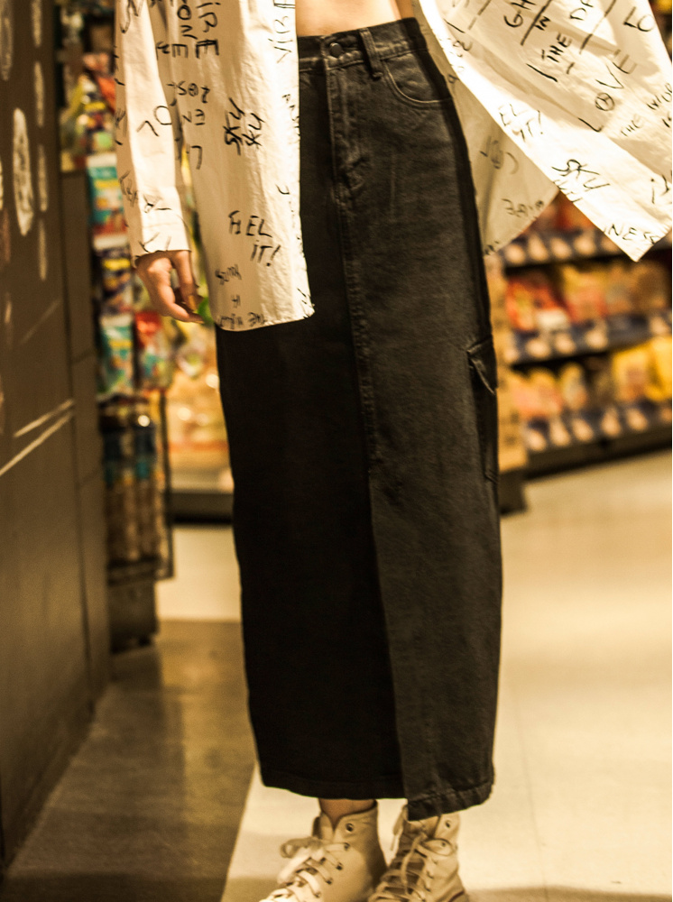 個性側口袋設計丹寧裙-黑