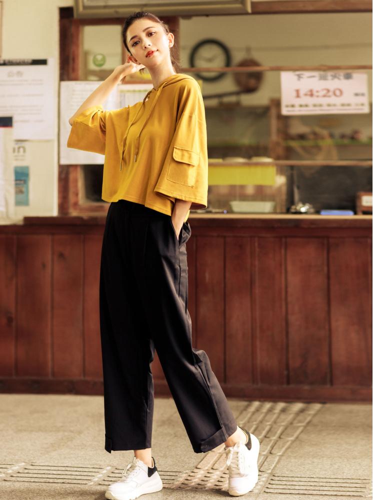 連帽抽繩袖口袋設計上衣-黃