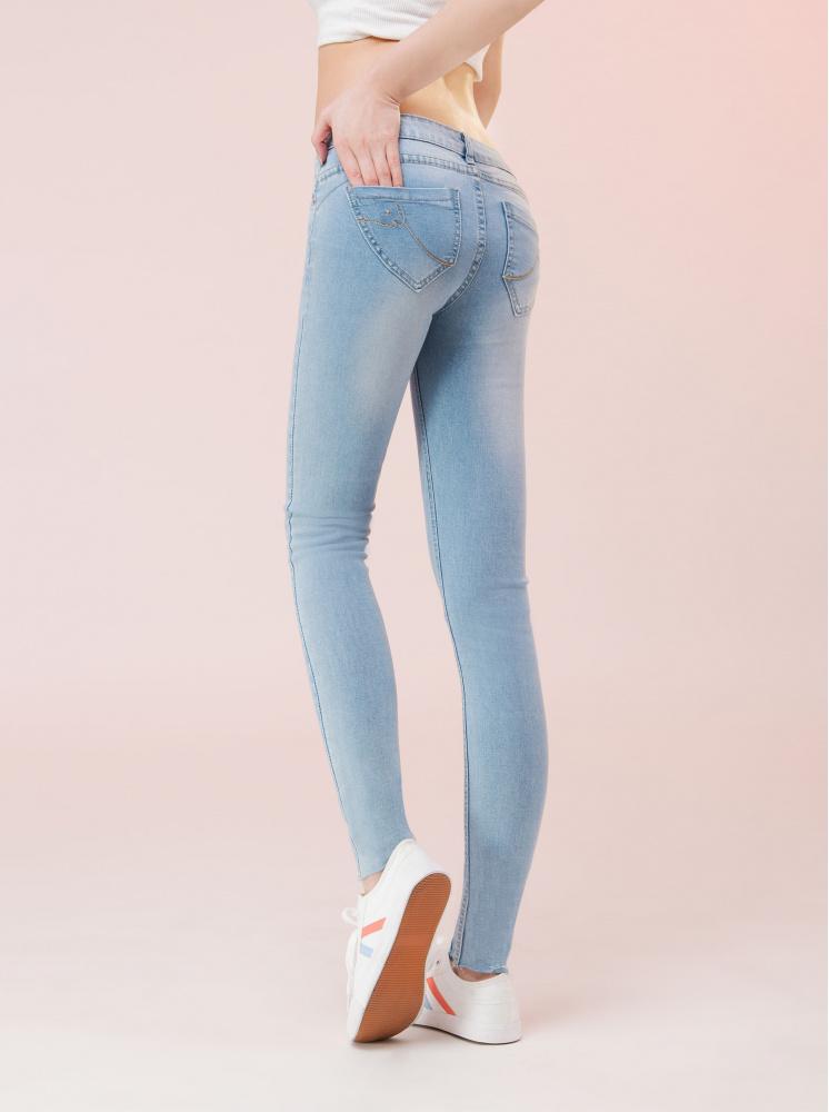 縮脂翹臀窄管牛仔褲-淺藍
